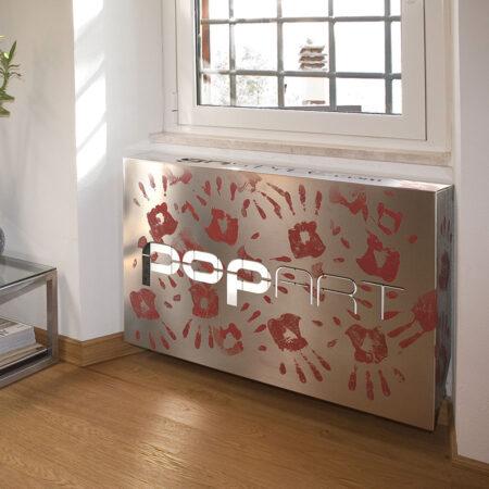 copricalorifero-pop-art-mani-rosse-ambientato